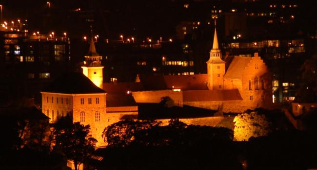 Akershus festning w nocy