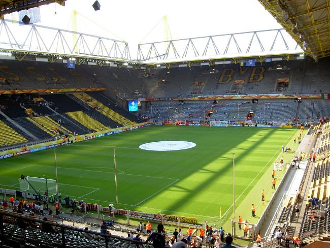 Signal Iduna Park - stadion Borussi Dortmund