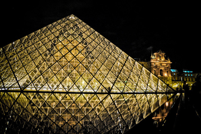 DP Paris__Louvre_Pyramid_night_vibrant